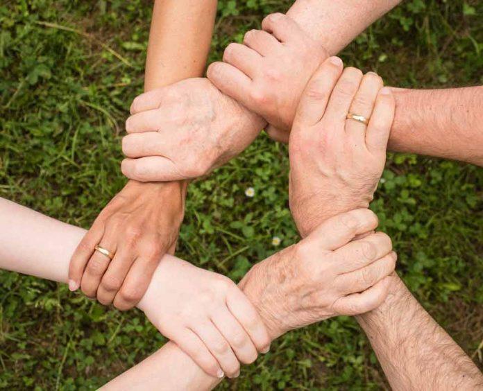 Más del 50% de los Chilenos cree que es muy importante reconocer a los buenos ciudadanos