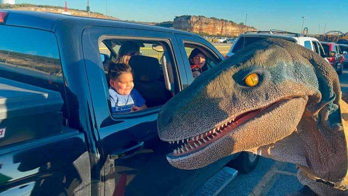 Los secretos y novedades que trae el mega evento dinosaurios auto-tour